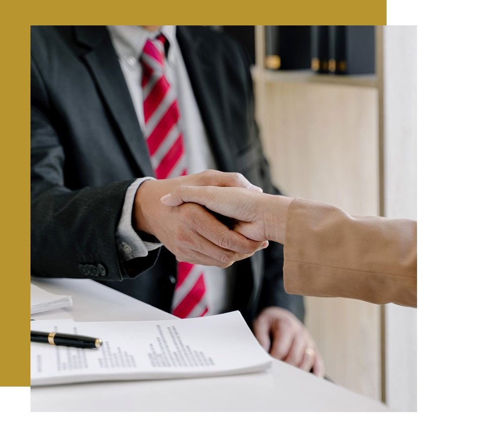 why choose AskMyAttorneys - client-attorney shaking hands